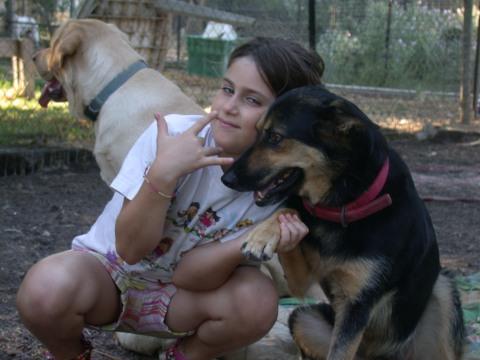 הכלבה דידי והבת שלנו פרי